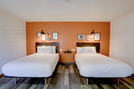 The Greens Hotel on Stockton Blvd: Double Beds